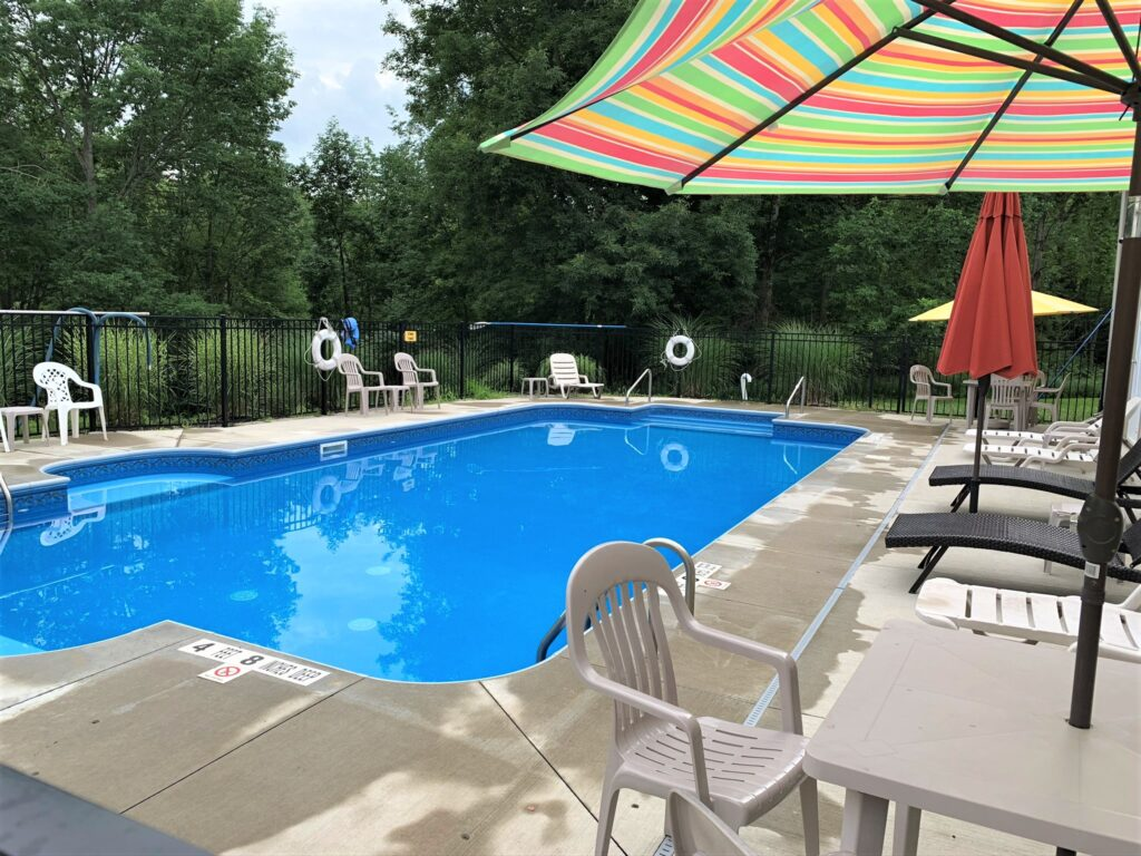 outdoor heated pool at Houghton Letchworth KOA campground