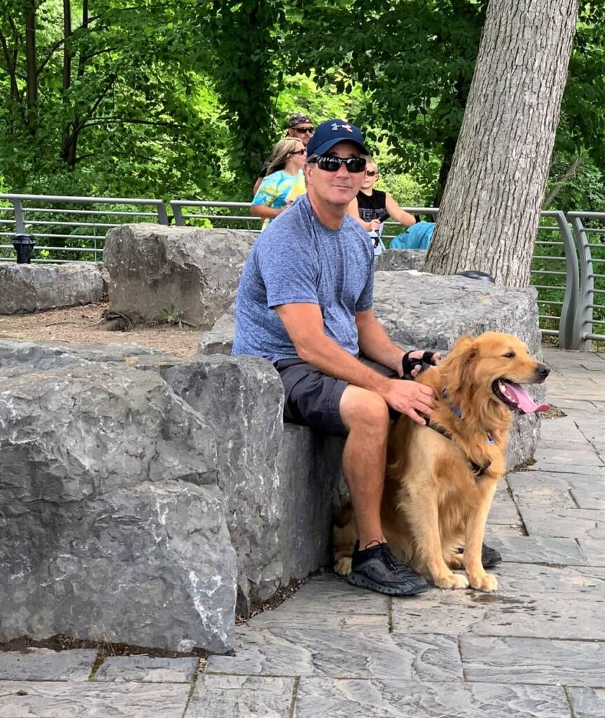 Buddy the Golden Retriever at Niagara Falls State Park