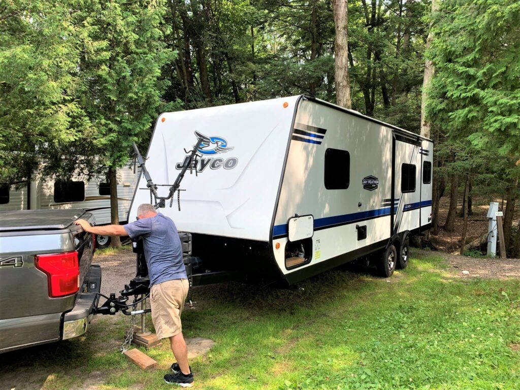 unhitching travel trailer